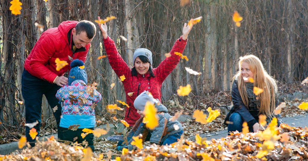 shutterstock-fall-family-leaves
