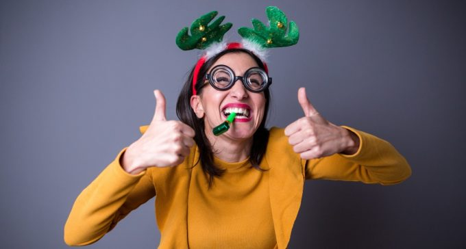Guide Healthy Eating Holidays - Woman Thumbs Up