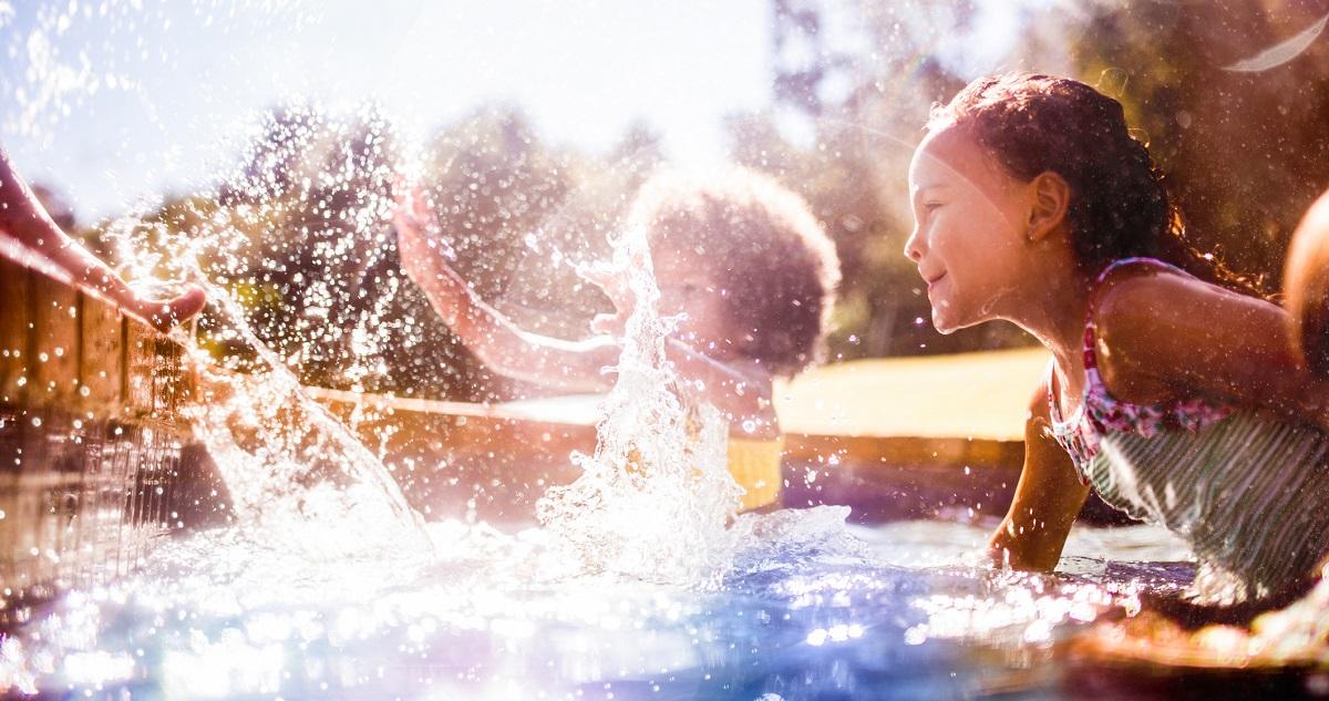 bērnu drošība - pasargā ierīces no saules un ūdens