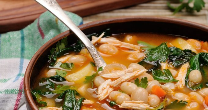 Chicken soup with white beans, spinach and tomato